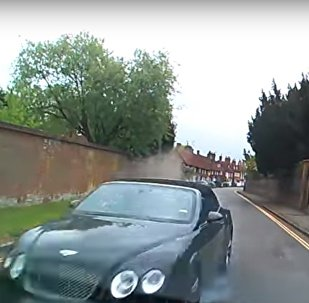 تصادم سيارة بنتلي في بريطانيا