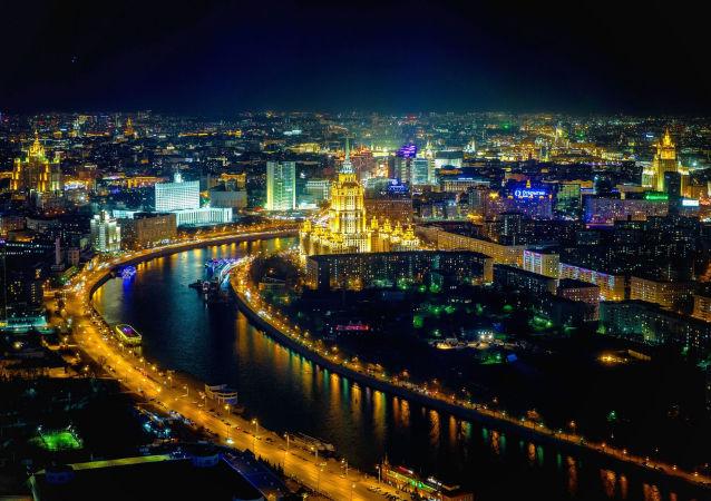 مشهد ليلي لنهر موسكو