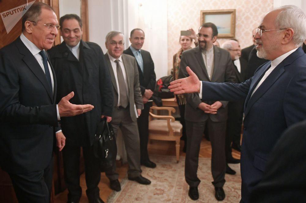 وزير الخارجية الروسية سيرغي لافروف يستقبل وزير الخارجية الإيرانية محمد جواد ظريف في موسكو