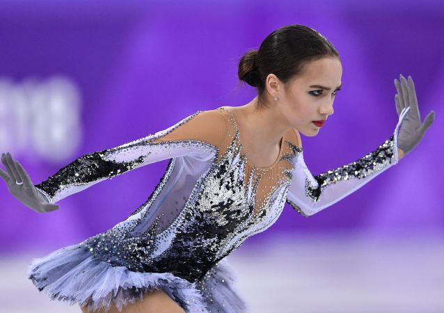 الروسية ألينا زاغيتوفا خلال التزحلق الفني على الجليد، الألعاب الأولمبية في كوريا الجنوبية 2018