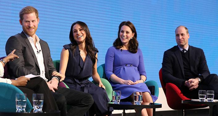الأمير هاري والأمير ويليام وكيت ميدلتون وميغان ماركل في لقاء تليفزيوني