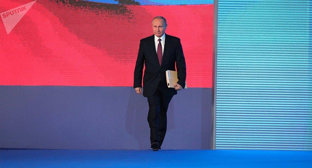 الرئيس فلاديمير بوتين، في 1 مارس/ آذار، يوجه رسالته السنوية إلى الجمعية الفدرالية، في قاعة (مانيج)