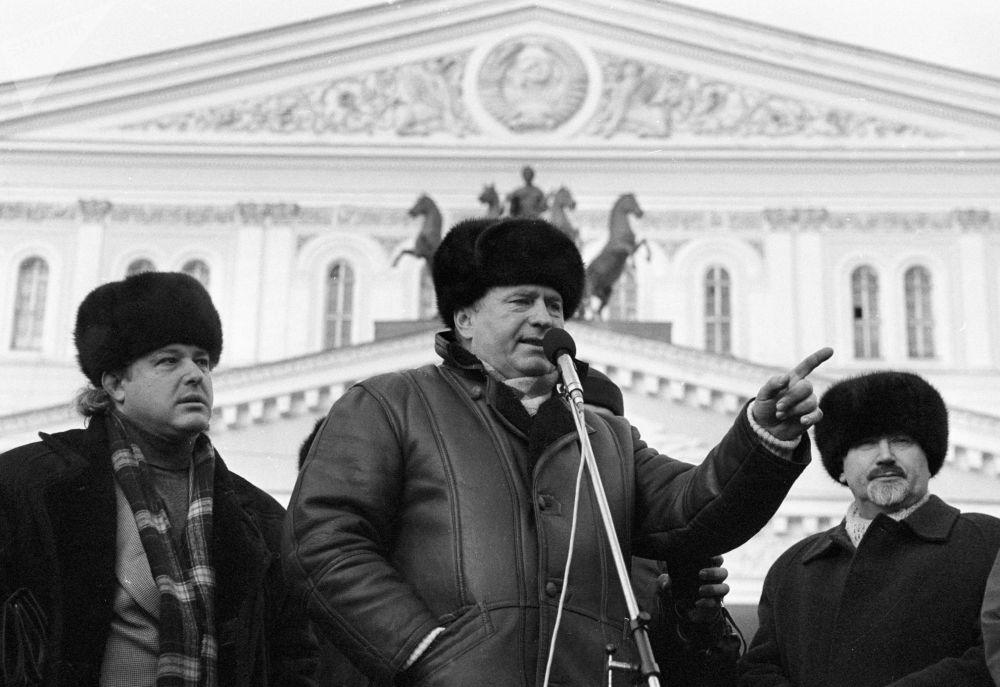 زعيم الحزب الديموقراطي الليبرالي الروسي، فلاديمير جيرينوفسكي يلقي خطاب أمام جمهور في موسكو في إطار حملته الانتخابية