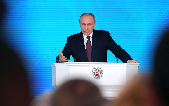 الرئيس فلاديمير بوتين خلال الرسالة السنوية أمام الجمعية الفيدرالية في قاعة مانيج بموسكو، عام 1 مارس/ أذار 2018