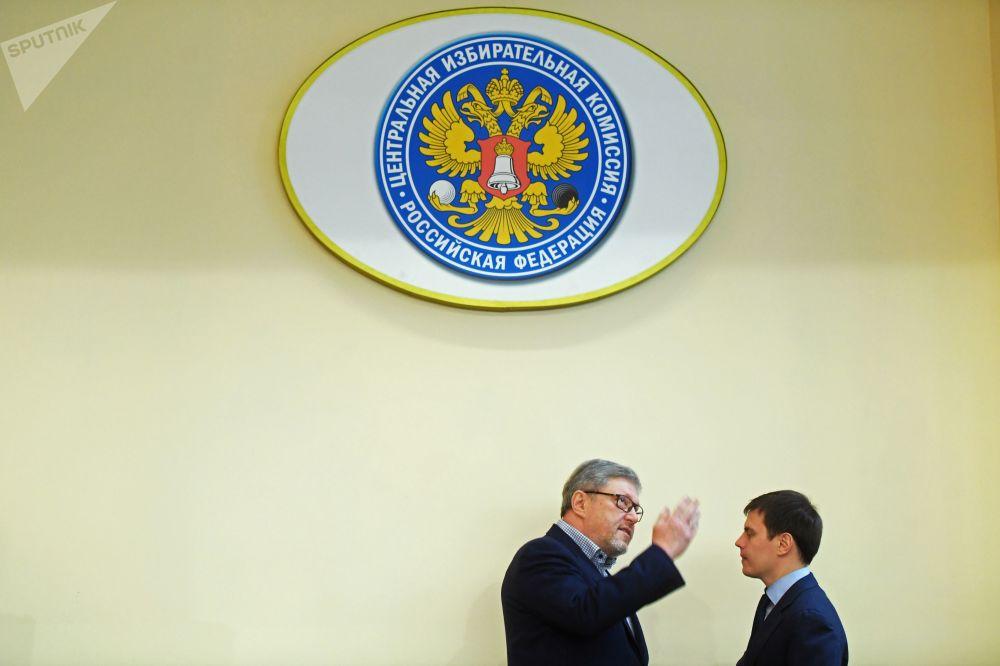 غريغوري يافلينسكي، قائد حزب يابلوكو (التفاح) في اللجنة المركزية للانتخابات الروسية كرمشح للانتخابات الرئاسية الروسية