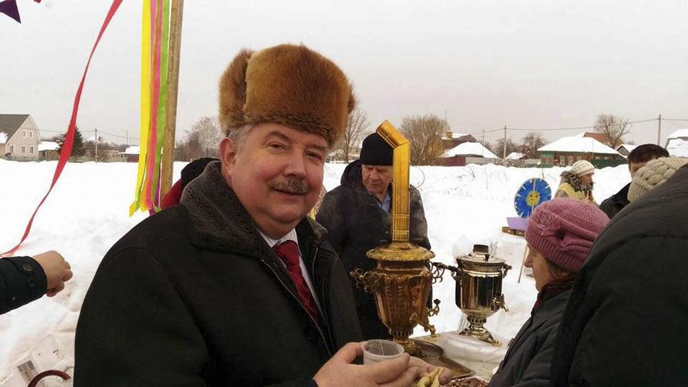 سيرغي بابورين، زعيم الحزب السياسي الوطني المحافظ الاتحاد الشعبي الروسي، يلتقي مع الناخبين في منطقة تولسكايا أوبلاست
