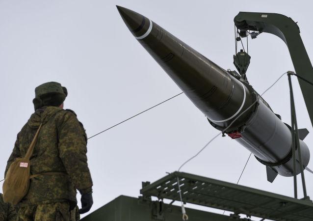 إطلاق ناجح من منظومة الصواريخ التكتيكية إسكندر-إم في حقل كابوستين يار بمنطقة أستراخان لمدى أكثر من 100 كم. وقد جرت المناورات ضمن إطار التدريبات التكتيكية لجنود المنطقة العسكرية الغربية
