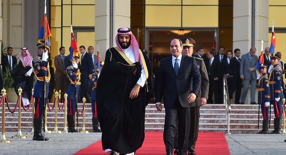 الرئيس المصري عبد الفتاح السيسي في وداع ولي العهد السعودي محمد بن سلمان