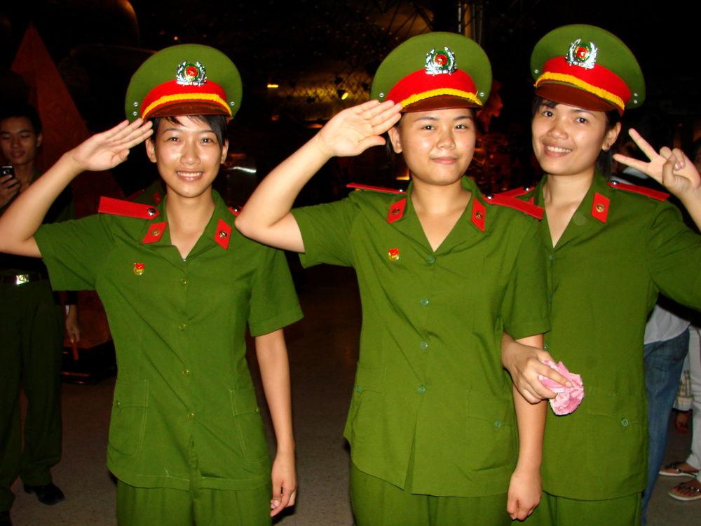 جنديات في الجيش الفيتنامي