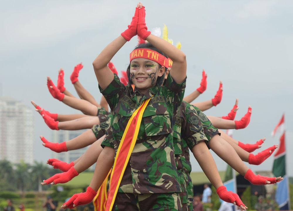 جنديات في الجيش الإندونيسي، 2013