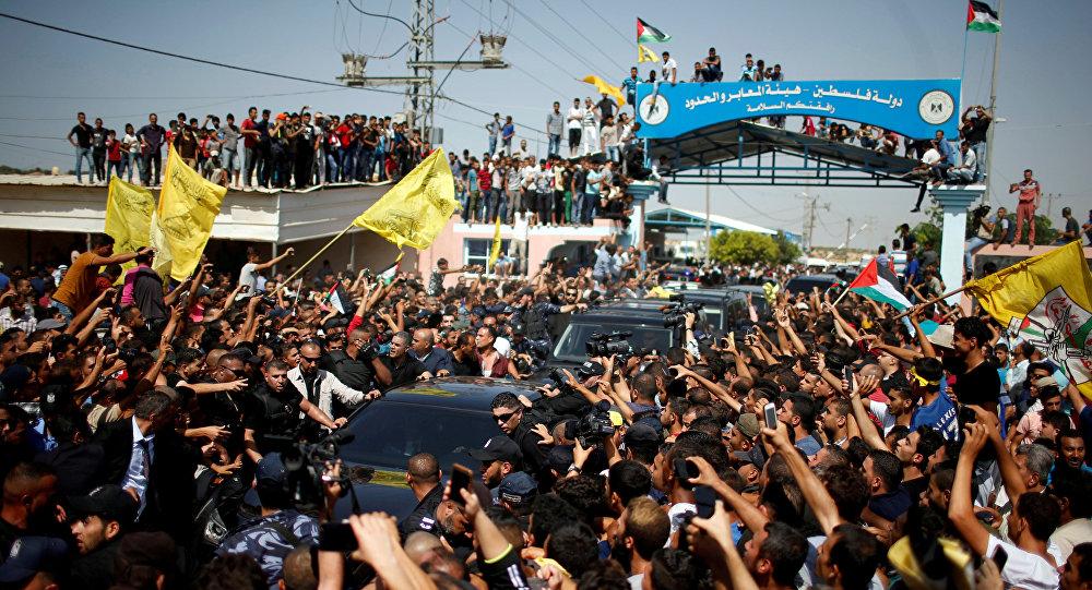 وصول موكب السلطة الفلسطينية من رام الله إلى قطاع غزة - رئيس الوزراء رامي الحمد الله، ورئيس جهاز المخابرات العامة اللواء ماجد فرج - غزة، 13 مارس/ آذار 2018
