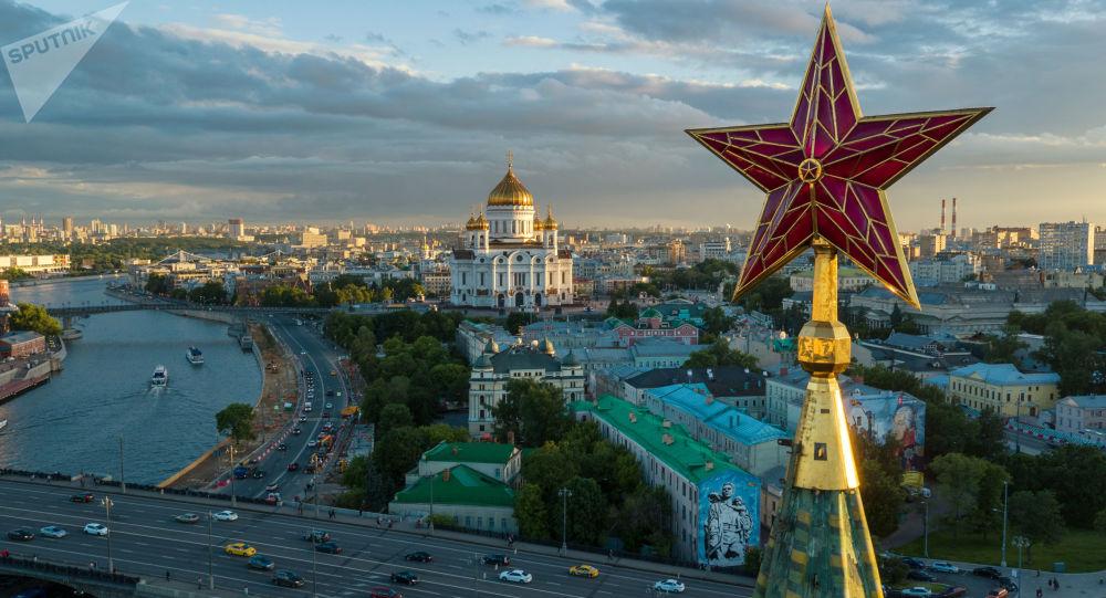 نجمة برج فودوفوزنوي في ساحة الكرملين موسكو