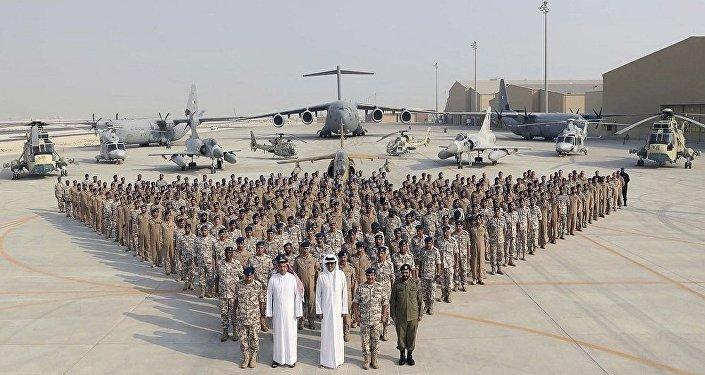 أمير قطر مع قوات الجيش