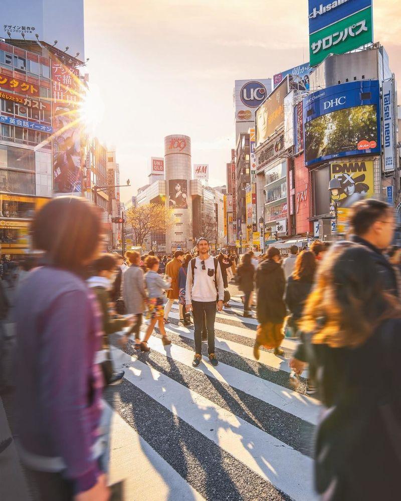 صورة الشارع الرئيسي في طوكيو لمشروع تصوير بعيدا عن البيت