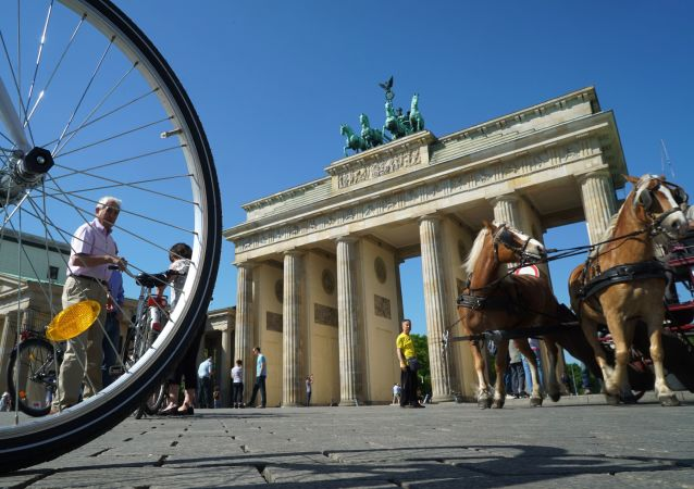 مشهد يطل على بوابة براندنبورغ في برلين، ألمانيا