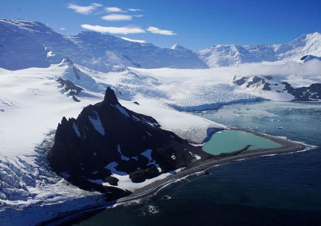 خليج هاف مون في أنتاركتيكا (القطب الجنوبي)، 17 فبراير/ شباط 2018