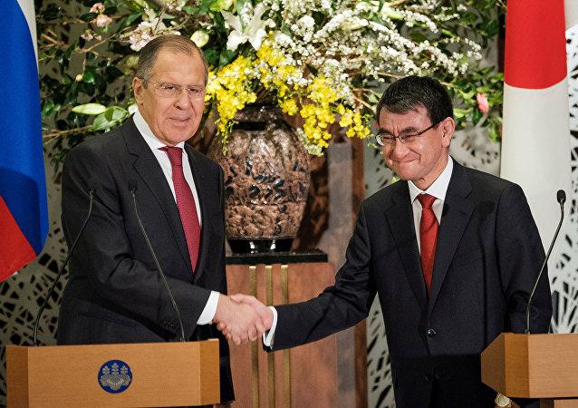 وزيرا الخارجية الروسي و الياباني
