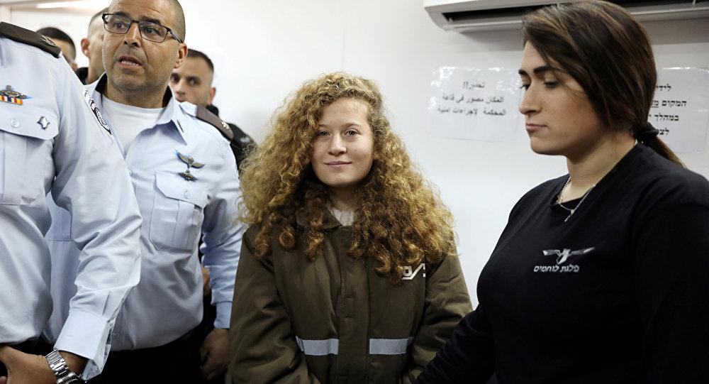 الشابة الفلسطينية عهد التميمي تصل إلى سجن عوفر بالقرب من رام الله، الضفة الغربية، 15 يناير / كاون الثاني 2018