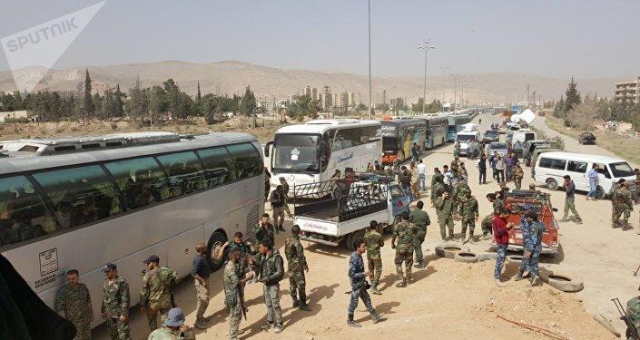 خروج حافلات تقل مسلحين من حرستا في الغوطة إلى إدلب، سوريا 22 مارس/ آذار 2018