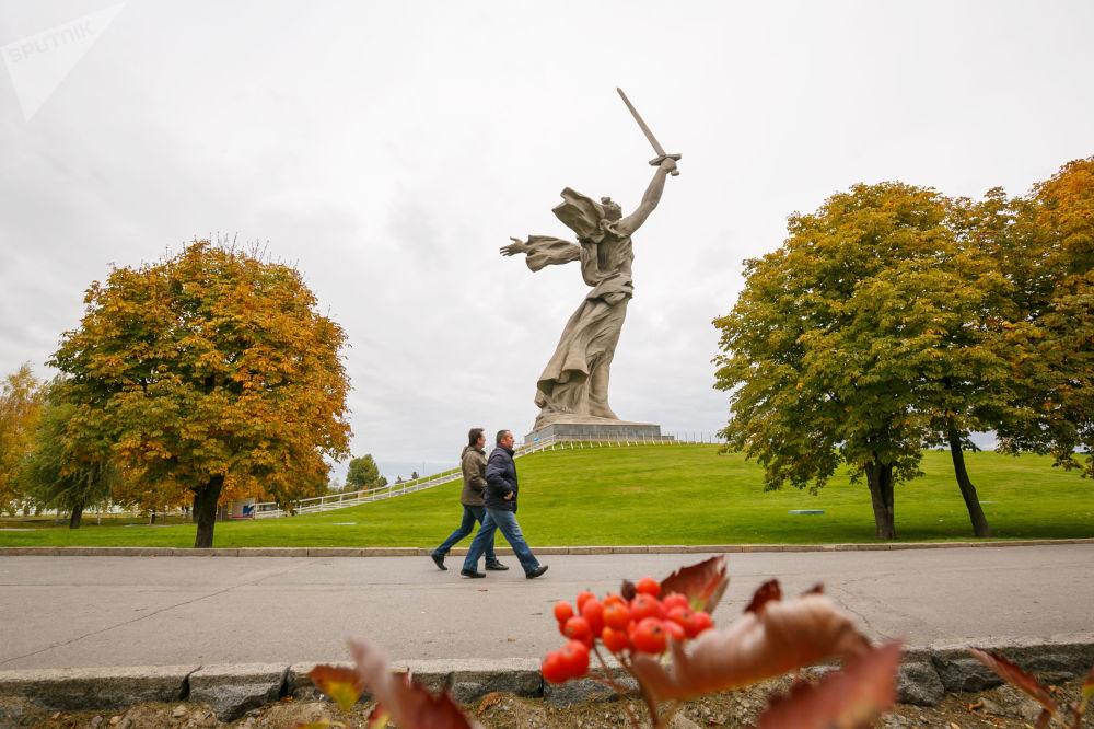نصب تذكاري الوطن الأم ينادي! في مدينة فولغوغراد