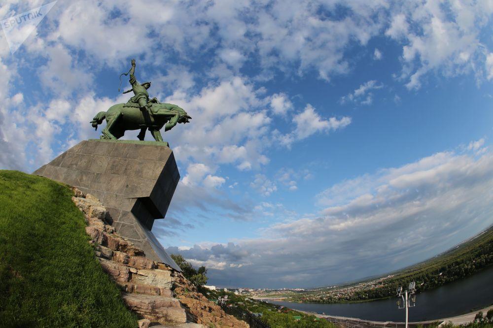 نصب تذكاري سالافات يولايف في مدينة أوفا
