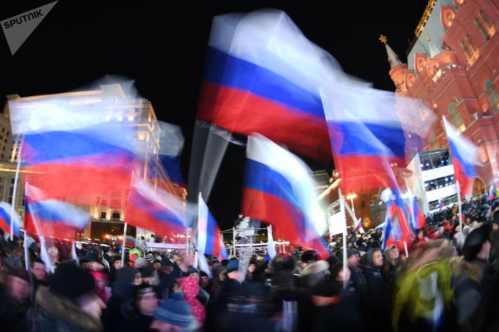 مسيرة الاحتفال بالذكرى الرابعة لضم شبه جزيرة الرقم إلى روسيا في موسكو