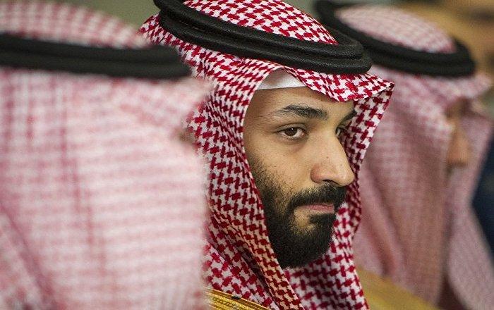 زيارة-الفجر-المفاجئة-ماذا-يفعل-محمد-بن-سلمان-داخل-الحرم-وفوق-الكعبة-(صور-وفيديو)