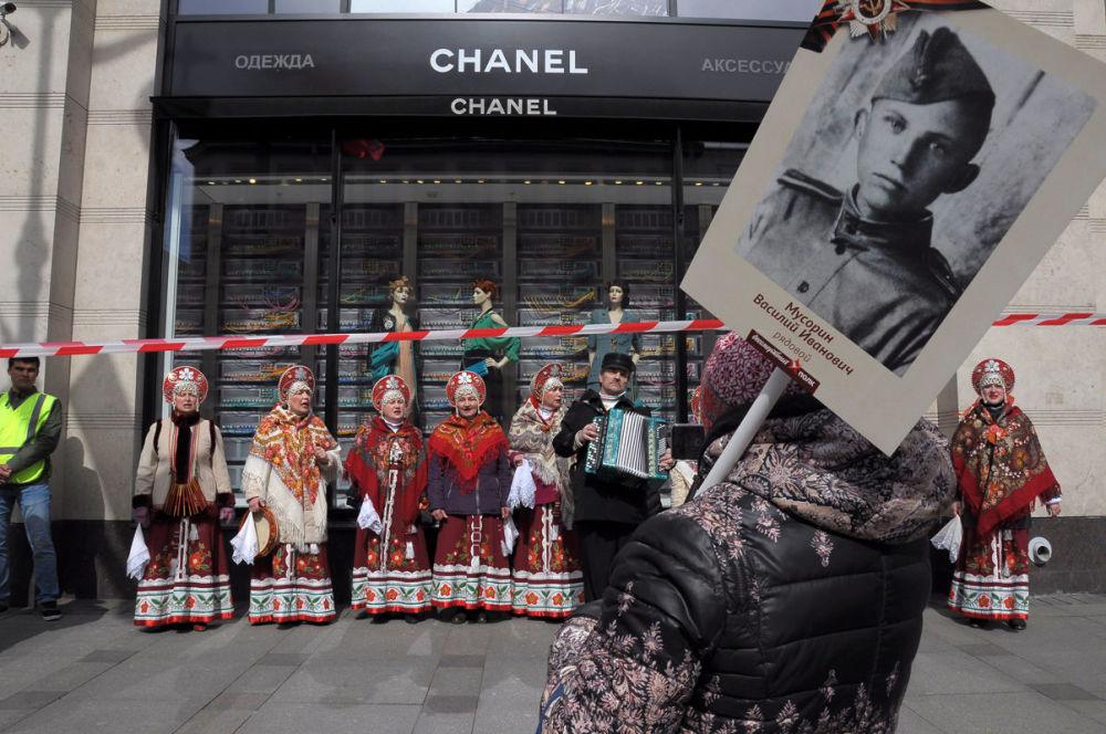 مسابقة أفضل تصوير في روسيا 2017 - صورة شارع نيفسكي بروسبيكت المختلف للمصورة داريا نوجدينا