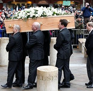 جنازة العالم البريطاني ستيفن هوكينغ في كامبريدج في بريطانيا السبت 31 مارس/آذار 2018