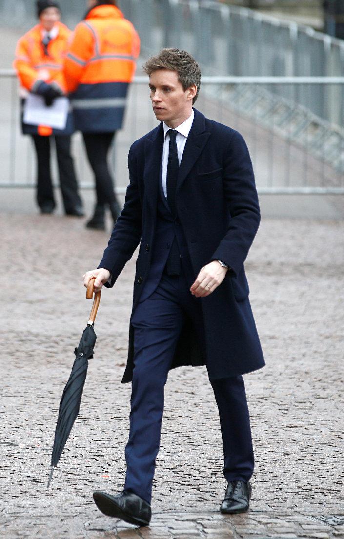 الممثل البريطاني إيدي ريدماين في جنازة العالم البريطاني ستيفن هوكينغ في كامبريدج في بريطانيا السبت 31 مارس/آذار 2018