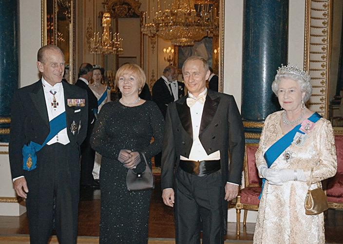 الرئيس الروسي فلاديمير بوتين خلال حفل استقبال لدى الملكة اليزابيث