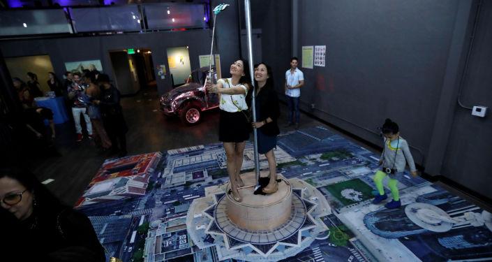 افتتاح متحف متحف سيلفي (The Museum of Selfies in Glendale)، كاليفورنيا، الولايات المتحدة 29 مارس/ آذار 2018