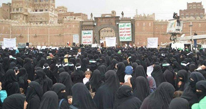 نساء يتظاهرن في اليمن ضد اغتصاب فتاة في الحديدة