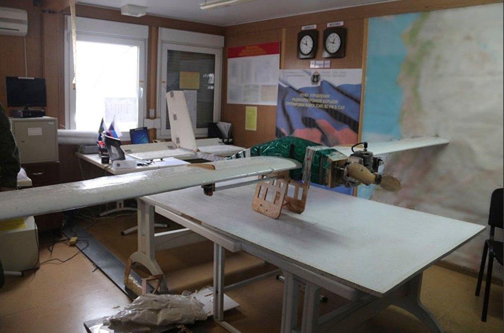 صورة للطائرة بدون طيار التي حاولت استهداف قاعدة الحميميم