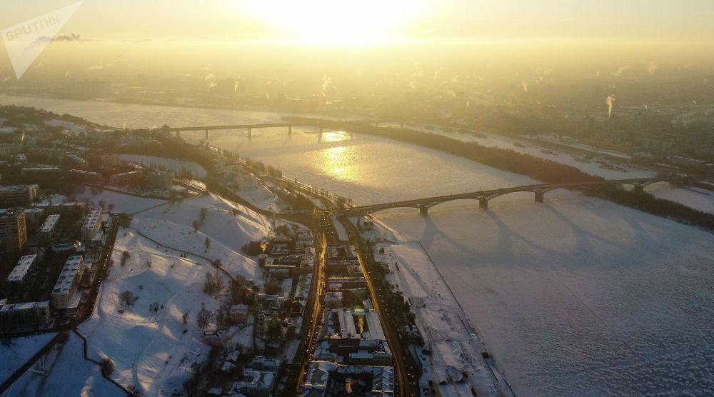 مشهد يطل على منطقة ناغورنايا ونهر أوكا في نيجني نوفغورود