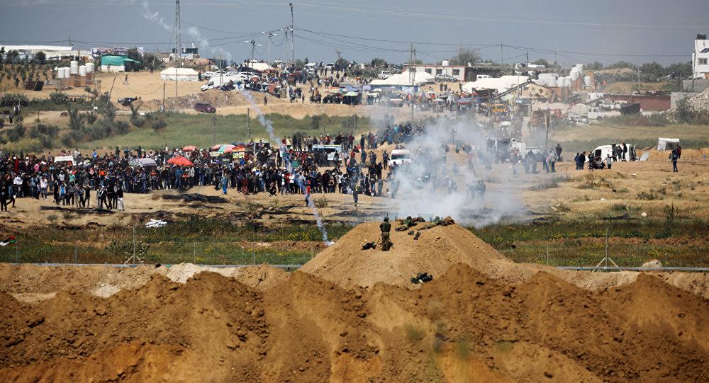 اشتباكات بين الفلسطينيين والجنود الإسرائيليين على حدود قطاع غزةفي جمعة الكوشوك، مسيرة العودة، فلسطين، 6 أبريل/ آذار 2018
