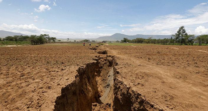 شق أرضي في كينيا