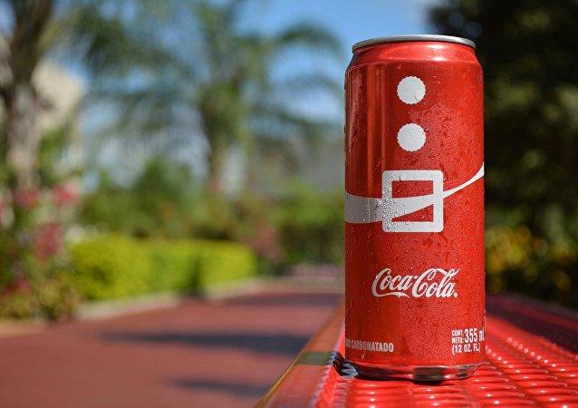 العثور على فأرة ميتة داخل زجاجة كوكاكولا
