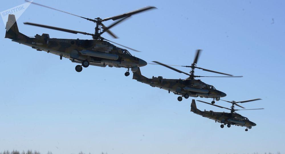 بروفة العرض الجوي بمناسبة عيد النصر - المروحيات الهجومية كا-52 (أليغاتور) في مطاركوبينكا