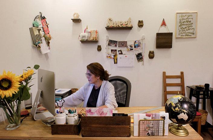 أميرة التركستاني في مكتبها ببيتها في جدة، المملكة العربية السعودية، 23 أكتوبر/ تشرين الأول 2017