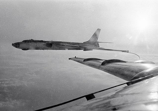 قاذفة القنابل تو-16
