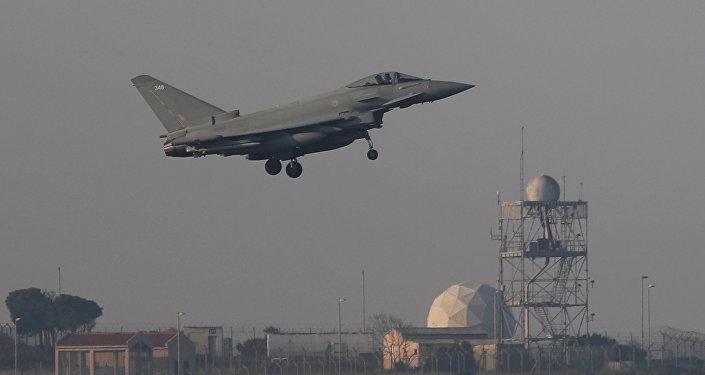 التحالف الثلاثي - الطيران البريطاني بعد عودته من سويا يهبط في قبرص، 14 أبريل/ نيسان 2018