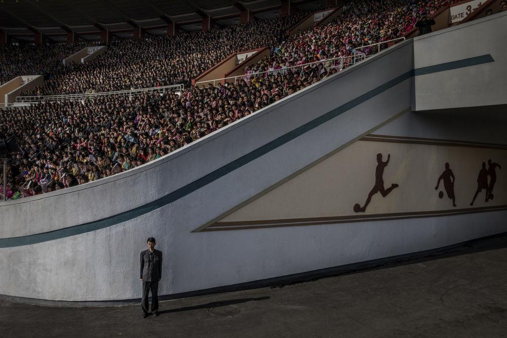 مسابقة صور الصحافة العالمية لعام 2018 - صورة بعنوان كوريا الشمالية للمصور روجير توريسون، الفائزة بالمرتبة الثالثة في فئة التصوير قضايا العصر