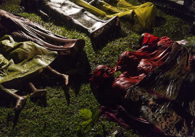 مسابقة صور الصحافة العالمية لعام 2018 - صورة بعنوان أزمة الروهينغا، للمصور باتريك براون، الفائزة بالمرتبة الأولى في فئة التصوير أخبار عامة