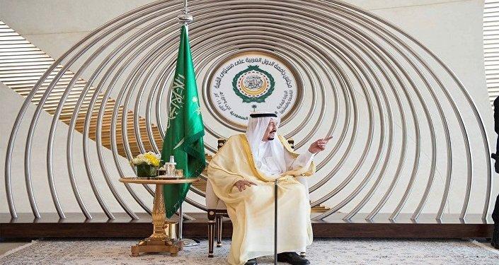 الملك سلمان خلال القمة العربية