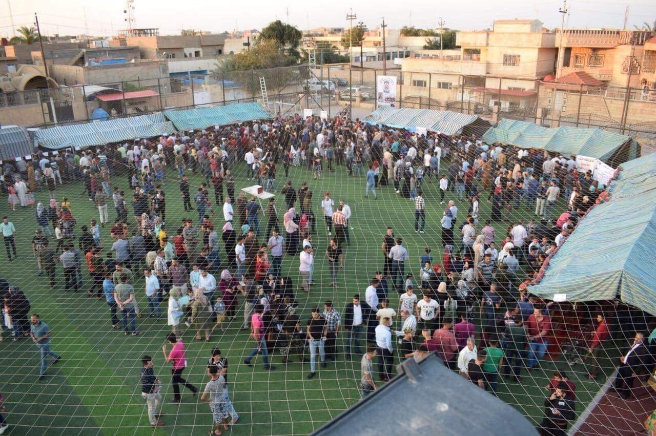عراقيون يصنعون الفرح من آلاف الكتب