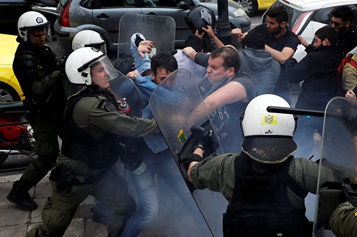 اشتباكات في مظاهرة مؤيدة لسوريا في اليونان