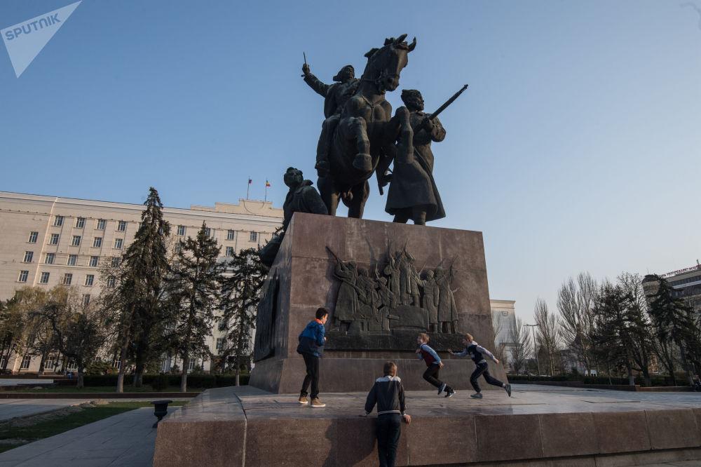 نصب تذكاري لجيش الفرسان الأول في مدينة روستوف
