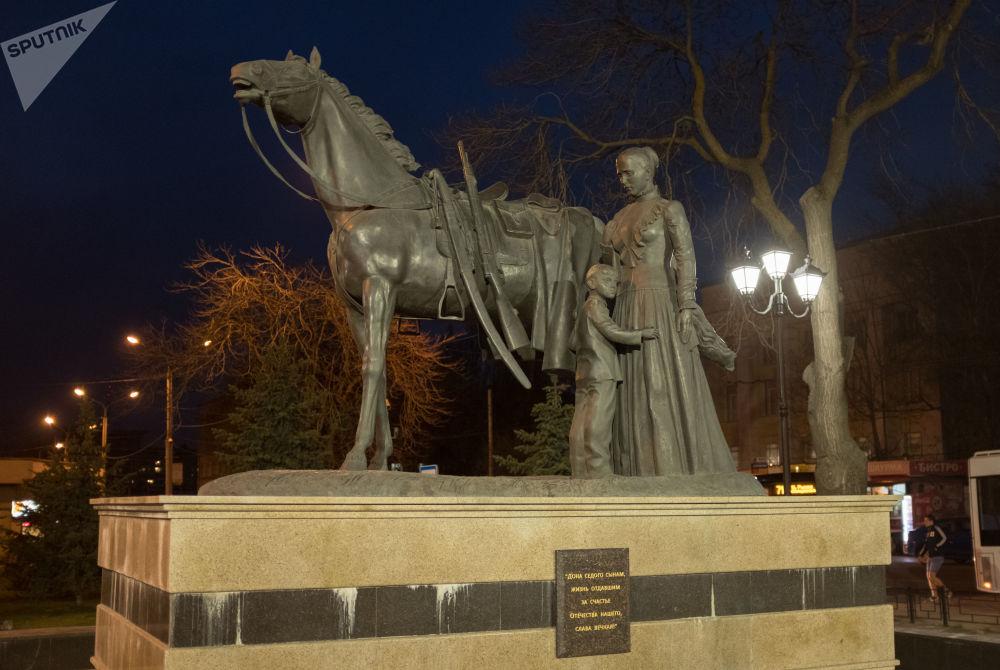 نصب تذكاري للقوزاق حماة الوطن الذين لم يعودوا في روستوف على نهر الدون
