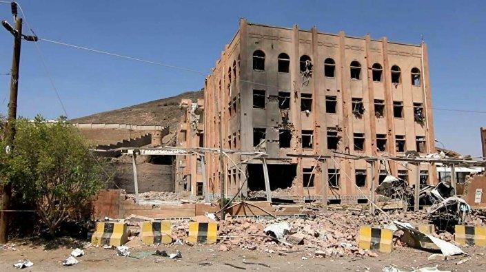 غارات طيران التحالف العربي على مبنى الأدلة الجنائية بالعاصمة اليمنية صنعاء